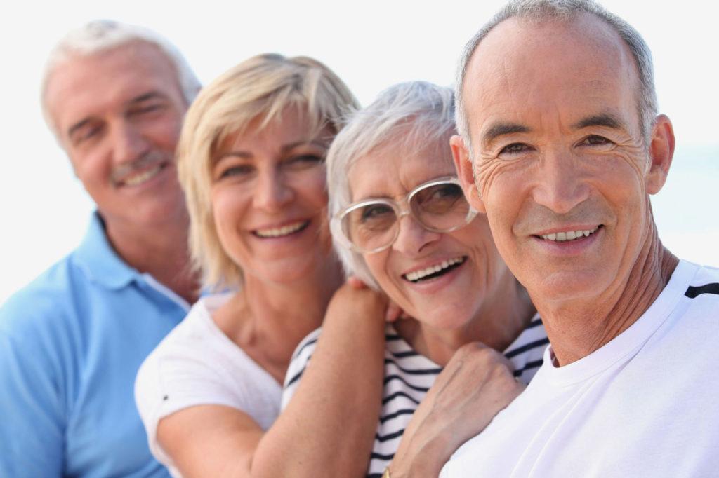 Headerbild Senioren 60+ zeigt eine Gruppe rüstiger Menschen